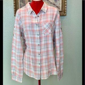 Shyanne pastel plaid western cut shirt in a sz XXL